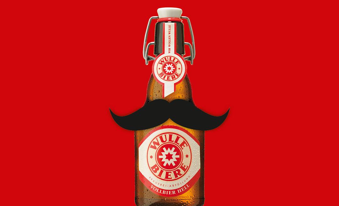 Die WULLE Flasche trägt Schnurrbart im Movember